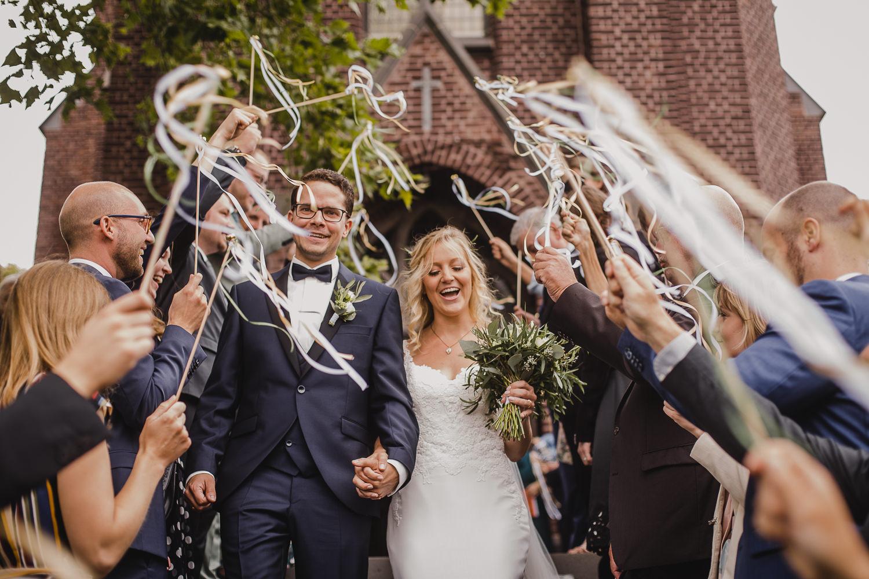 Auszug des Brautpaars aus der Kirche