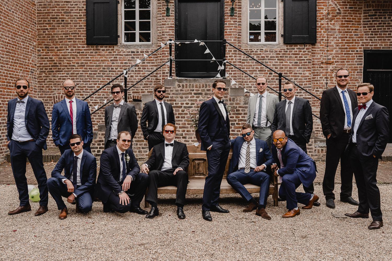 Cooles Gruppenbild der Jungs auf der Hochzeit
