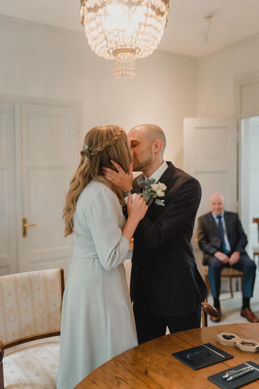 Hochzeitskuss Haus Spiess